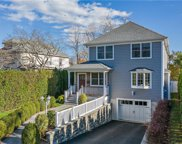 14 Lyons  Road, Scarsdale image