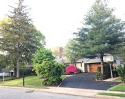 137 Parkway Dr, Roslyn Heights image