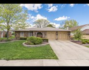 124 Waterford Drive, Willowbrook image