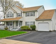 83 6th Ave, Holtsville image