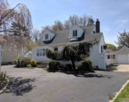 870 Brent Dr, Wantagh image