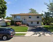 123 Southern  Parkway, Plainview image
