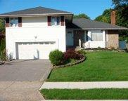 32 Ridge  Drive, Westbury image