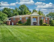 3 Vandalay  Court, Scarsdale image