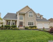 16 Clover Meadow Ct, Holtsville image