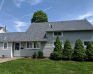 40 Stonecutter Rd, Levittown image