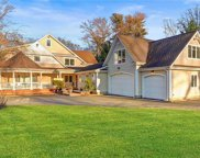 93 Sterling Court  Ct, Muttontown image