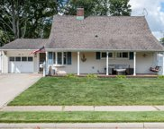 52 Tanager Ln, Levittown image