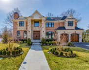 36 Clover Ln, Roslyn Heights image