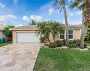 376 E Royal Cove Cir, Davie image