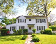 22 Robin Hill  Road, Scarsdale image