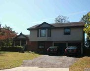 2 Breeze Hill Ct, Ridge image