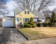 982 Woodcliff Dr, Franklin Square image