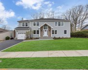20 Serpentine Ln, Old Bethpage image