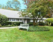 201 Parkway Dr, Roslyn Heights image