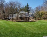 18 Tennis Court Rd, Cove Neck image