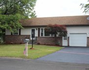 2 HEARTHSTONE DR, Colonie image