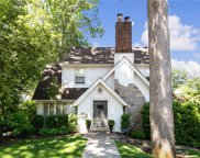 17 Barclay  Road, Scarsdale image
