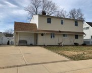 88 Willowood Dr, Wantagh image