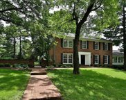 9832 Countryshire Place, Creve Coeur image