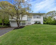 48 Parnell Dr, Smithtown image