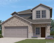 141 Middle Green Loop, Floresville image