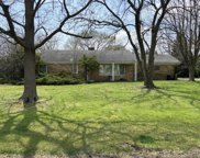 865 Queens Lane, Glenview image