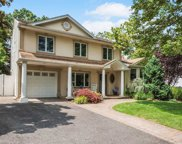 10 Wentworth Dr, Dix Hills image