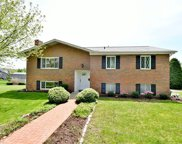 624 Ray Dr, Carnegie image