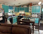 425 Oakview Rd, Luling image