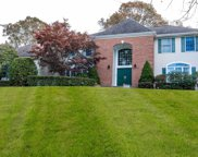 42 Hunting Hollow Ct, Dix Hills image
