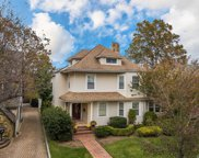17 Varick Ct, Rockville Centre image