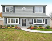 102 Ranch Ln, Levittown image