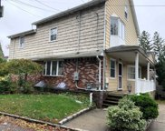 75 Meadow Ln, Hicksville image