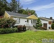4 Ruth Rd, Plainview image