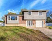 368 Town Line Rd, Commack image