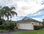 8842 S Lake Park Cir S, Davie image