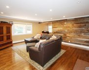 2 Chantilly Ct, Dix Hills image