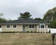 3 Newpoint Ln, East Moriches image
