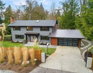 9016 NE 28th St, Clyde Hill image
