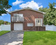 97 Lombardy Dr, Shirley image