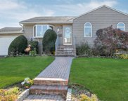 17 E Clearwater Rd, Lindenhurst image