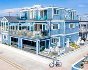 702-708 Whiting Court, Pacific Beach/Mission Beach image