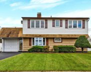 28 Spindle Rd, Hicksville image