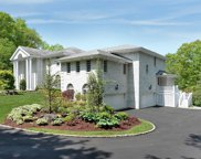 15 Tall Oaks Ct, Oyster Bay Cove image