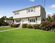 2 West Ct, Bethpage image