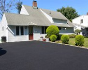 10 Rural Ln, Levittown image