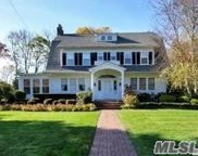 136 Bayview Ave, Amityville image