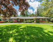 30 Fairway Ct, Roslyn Harbor image