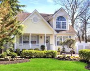 34 Woodlawn Ave, Selden image